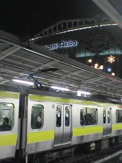 終電間際の秋葉原駅ホームからヨドバシを望む