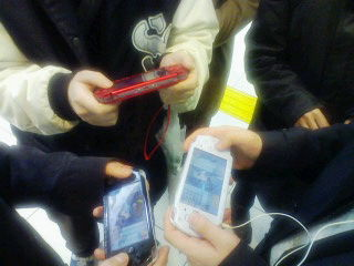 京都駅改札前でオーディションをするダメな大人たち