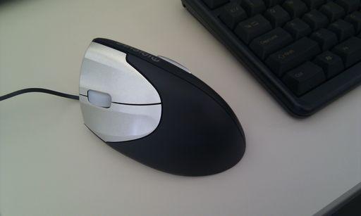 [写真]サンワサプライの左手用マウス